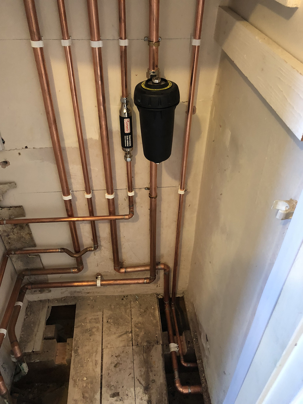 neat boiler pipe work